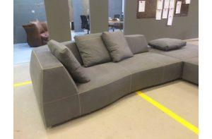 Υφασμάτινος γωνιακός καναπές